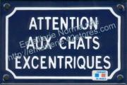 Plaque émaillée (10x15cm) attention chats excentriques