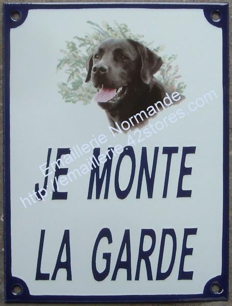 panneau plaque emaillee je monte la garde decor chien emaillerie normande fabricant fran ais. Black Bedroom Furniture Sets. Home Design Ideas