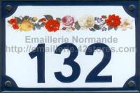 Numéro de rue décoré émaillé : guirlande de roses