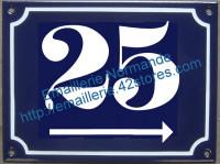 Plaque émaillée, 2 numéros de rue (gothique) 15x20cm avec flèche