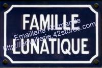 Plaque émaillée humoristique (10x15cm) Famille lunatique