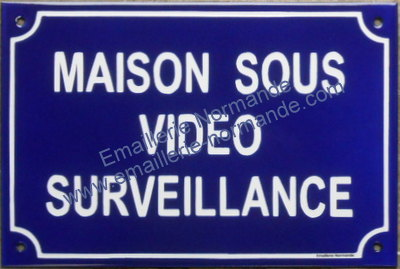 plaque de rue maill e maison sous vid o surveillance emaillerie normande fabricant fran ais. Black Bedroom Furniture Sets. Home Design Ideas
